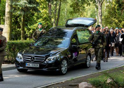 karawan w drodze na cmentarz